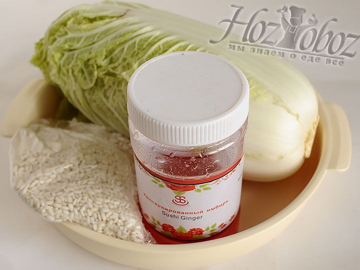 Промываем капусту и готовим рис