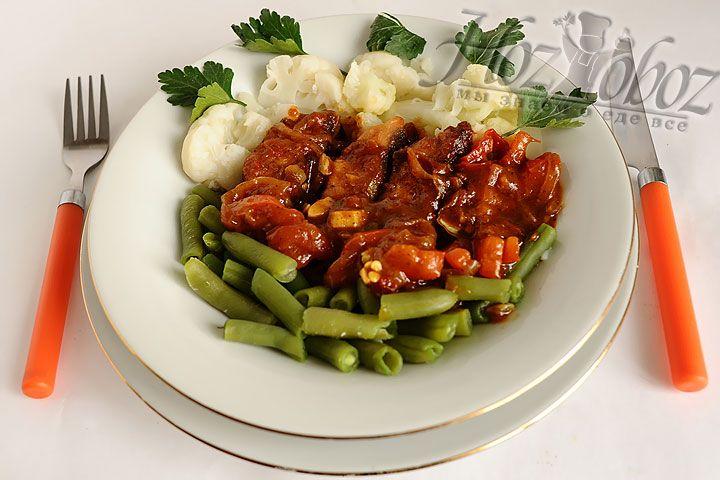 Иделаным гарниром для такого блюда станут приготовленные нами отварные овощи или белый рис