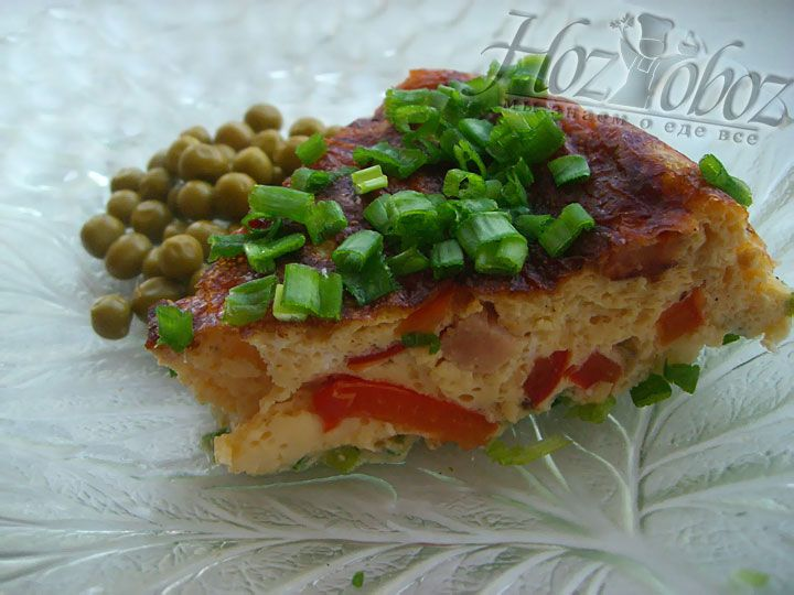 В качестве подгрнировки прекрасно подойдут маринованные овощи или зеленный горошек