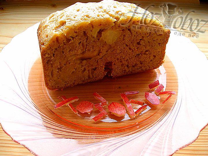 Перед подачей на стол кекс следует  нарезать порционными кусками и посыпать корицей
