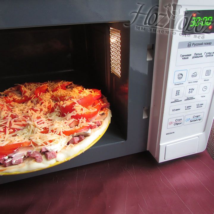 Отправляем блюдо в микроволновую печь примерно на 30 минут