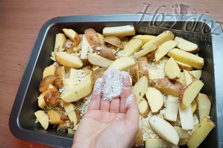 Если любите посолонее, то картошку можно подсолить