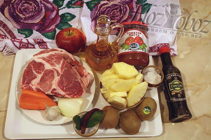 Готовим овощи. Чистим и нарезаем лук, чеснок и морковь