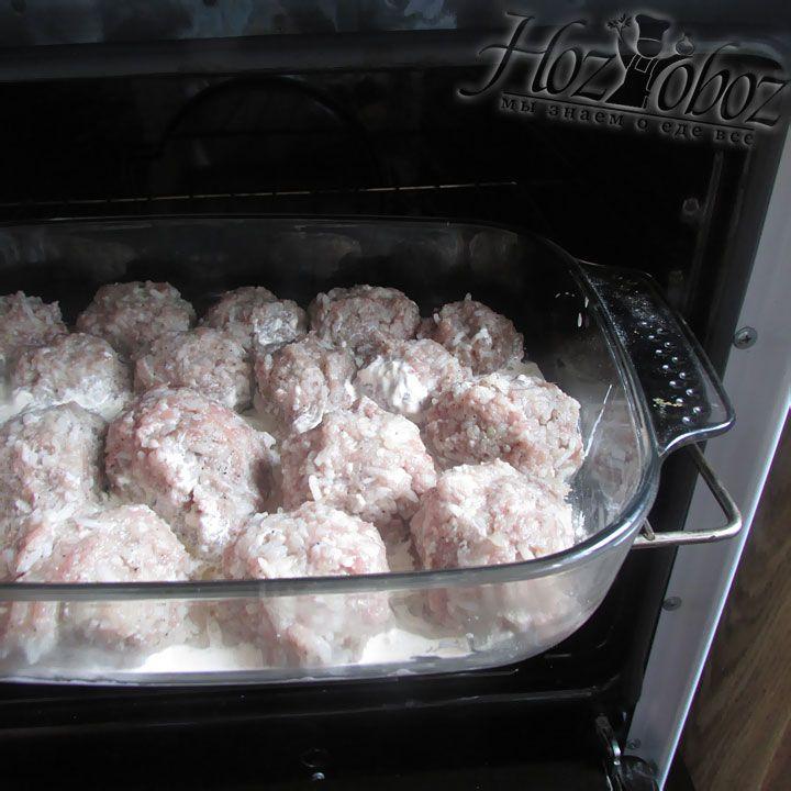 Запекаем блюдо в духовке при температуре 180 градусов около 40 минут
