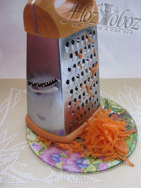 Теперь надо вымыть и натереть на  терке морковь