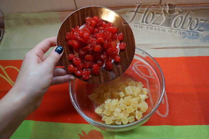 В цукаты добавляем сушеные вишни
