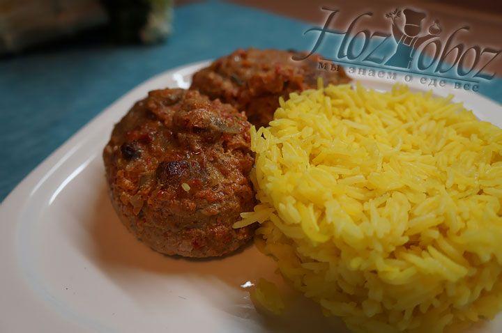 К столу зразы лучше подать горячими с подливой и пряным рисом. Приятного всем аппетита