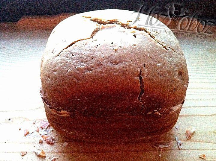 Дожидаемся звукового сигнала, остужаем хлеб, а потом нарезаем порционными кусочками. Приятного всем аппетита