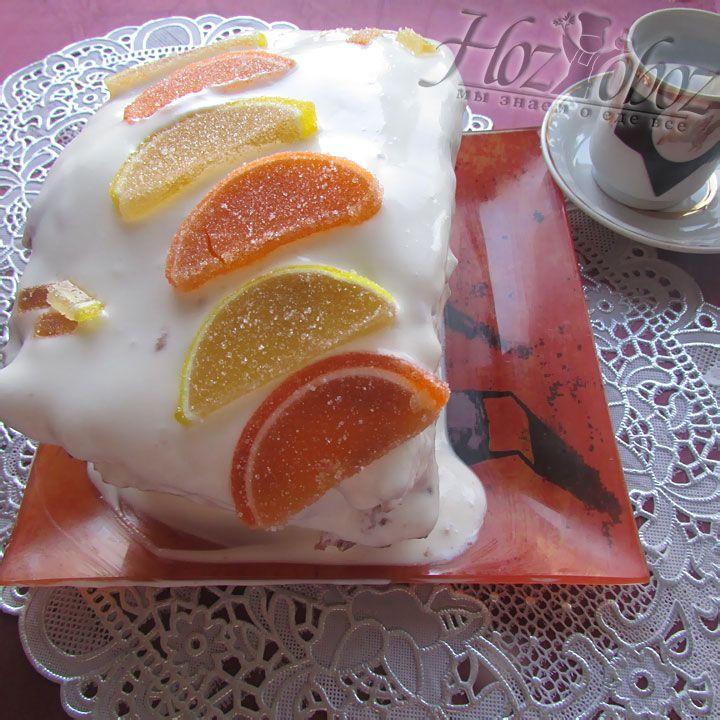 Для красоты, сверху торт можно украсить кусочками мармелада или ягодами