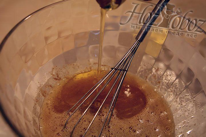 Самое время долить ратительное масло и жидкий мед