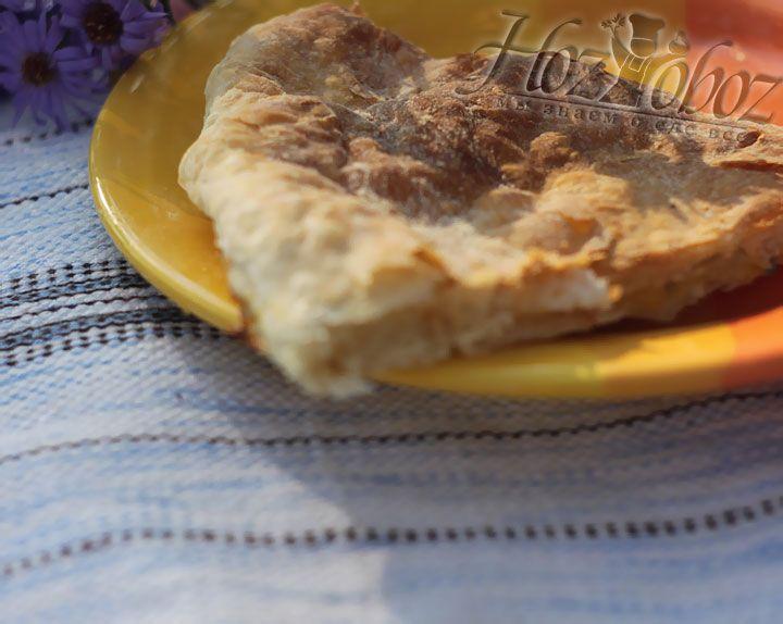 Готовим пирог в духовке примерно пол часа, и подаем только горячим. Приятного аппетита