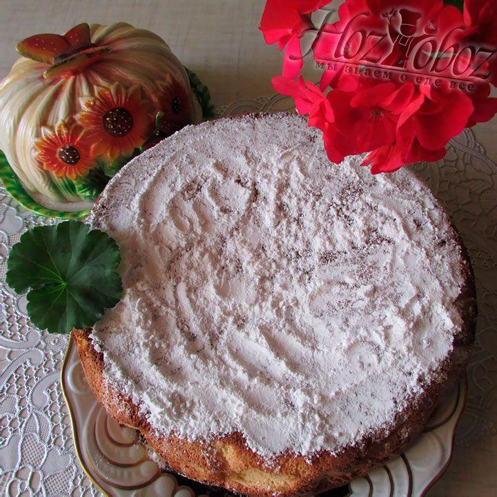 Спустя 20 минут, достаем пирог из печки и подаем к столу предварительно посыпав сахарной пудрой. Приятного аппетита