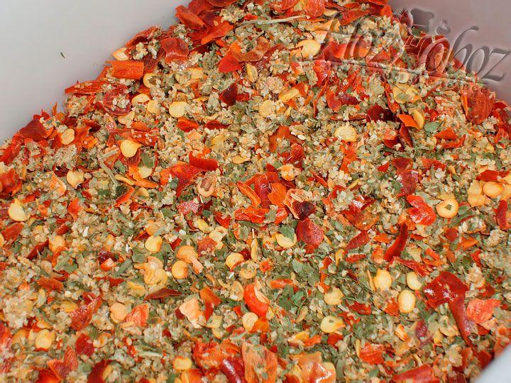 В качестве приправы для этого блюда лучше использовать смесь сушеных трав