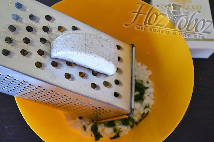 По желанию можно также добавить немного сыра с плесенью