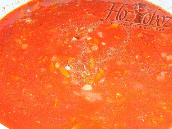 Тушим соус на небольшом огне около 20 минут