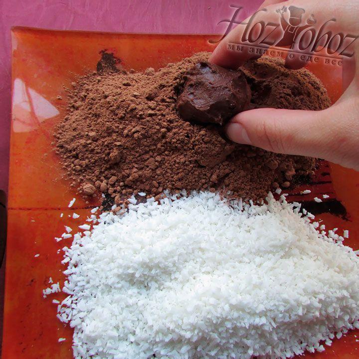 Обмакиваем шарики в какао