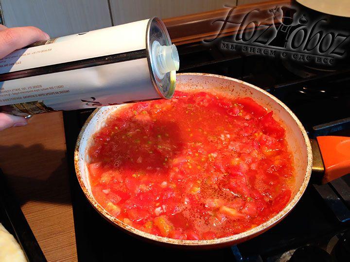 Теперь к соусу следует добавить необходимое количество оливкового масла