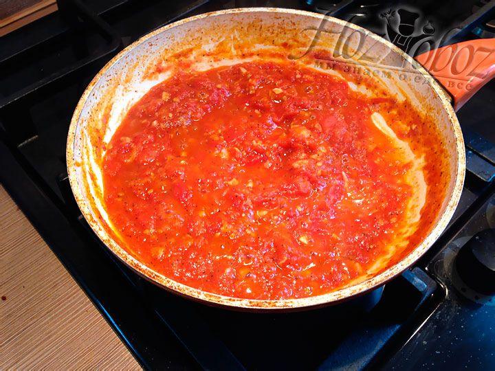 Тушим соус до получения густой консистенции, как на фото