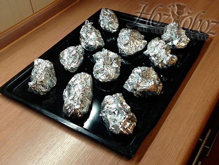 Wrap each piece of fish in foil so: connect two corners diagonally , then take remaining two corners and also connect them together. Wrap inside all the corners