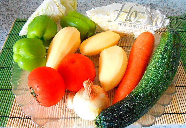 Картошку, чеснок, морковку, лук и болгарский перец моем и чистим