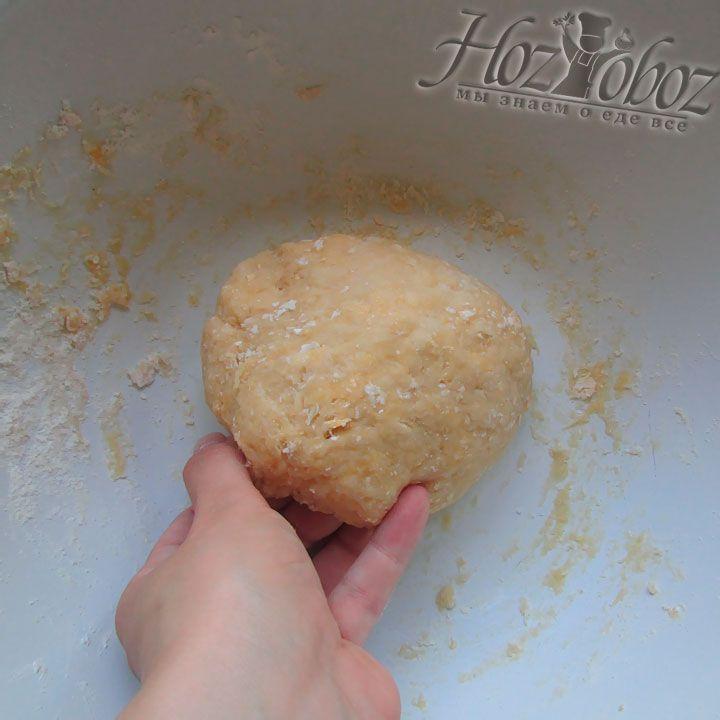 Пришло время из всех ингредиентов заместить эластичное тесто