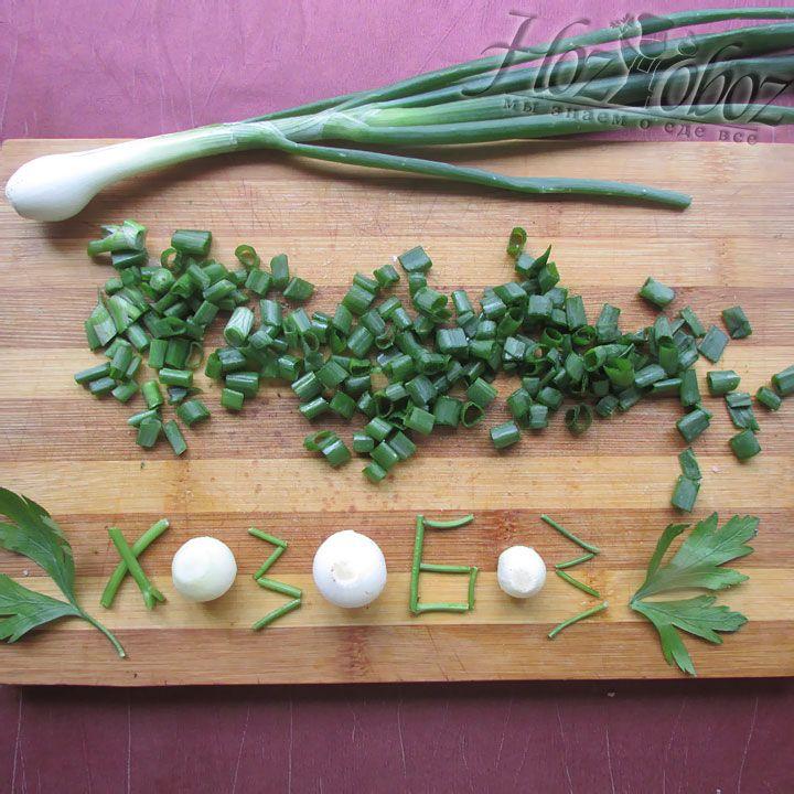 Шинкуем перья зеленого лука