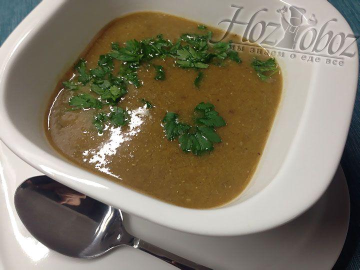 В готовый суп добавляем свежеотжатый лимонный сок и рубленную зелень петрушки. Приятного аппетита всем!