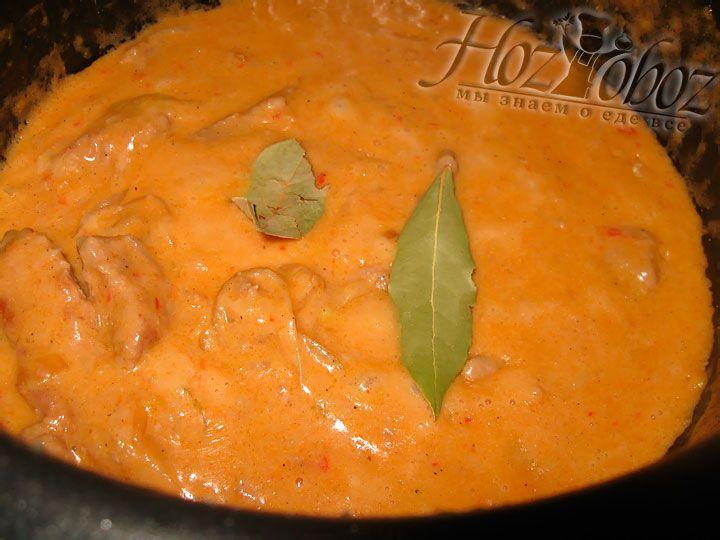 К готовому блюду добавим пару лавровых листов и дадим настояться примерно 1 час. Перед подачей листья нужно удалить