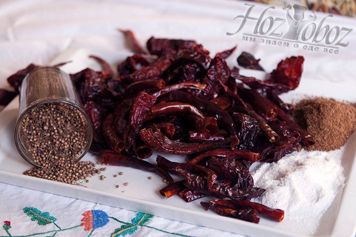 Готовим другие пряные и душистые сухие ингредиенты для аджики: хмели-сунели и семена укропа, кориандр