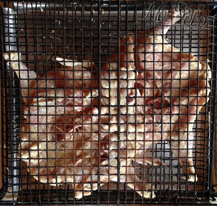 Надо выбрать ту решетку, которая закрывается на засов, чтобы мясо не выпадало при приготовлении