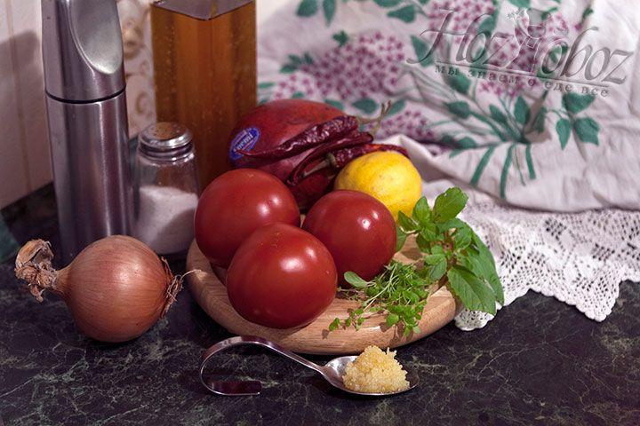 Так как соус предполагает нарезку, а не растирание в пюре, подготовим все необходимые продукты