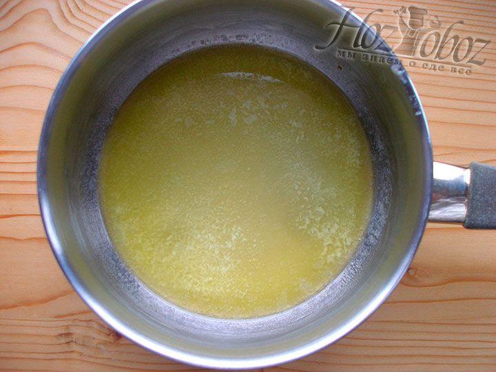 На небольшом огне или водяной бане растопим сливочное масло