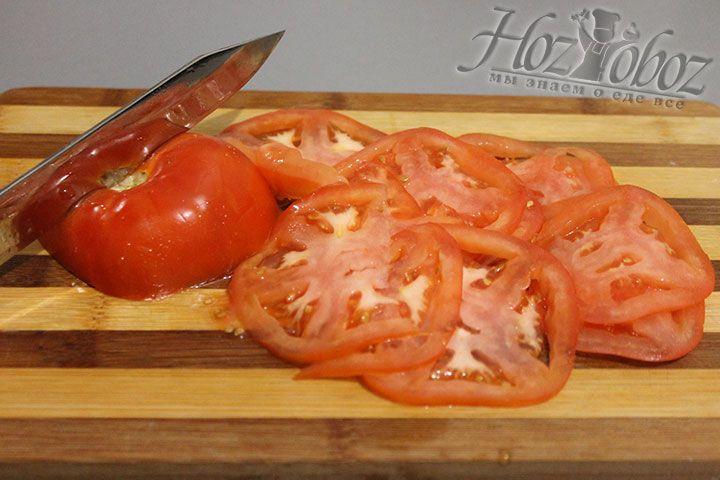 Еще для начинки мы используем нарезанные кружками томаты