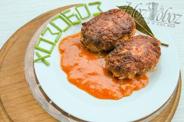 При подаче не забудьте залить голубцы соусом - это придаст блюду аромат и пикантность