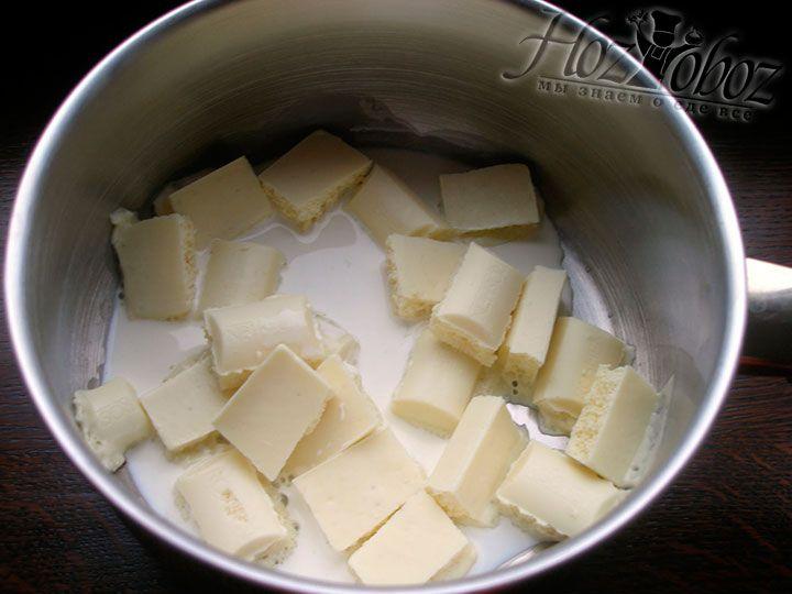 Для глазури топим белый шоколад с добавлением 3 ст.л. сливок