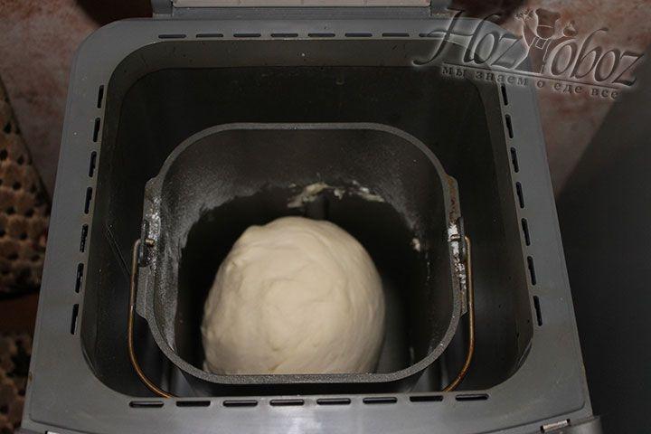 После звукового сигнала тесто следует извлечь из прибора