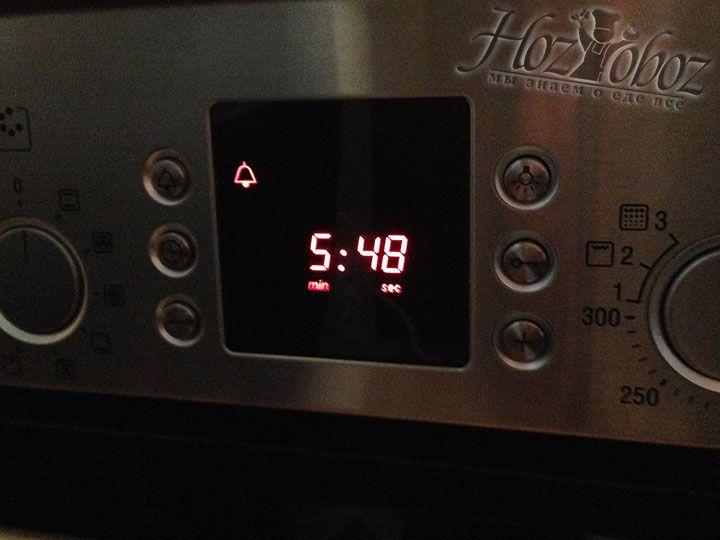 Варить вареники следует примерно 5-6 минут