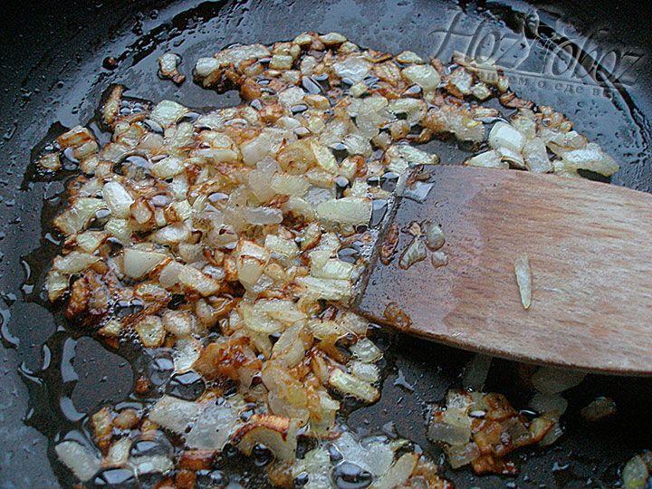 Жарим картофельную заправку до аппетитного золотистого цвета