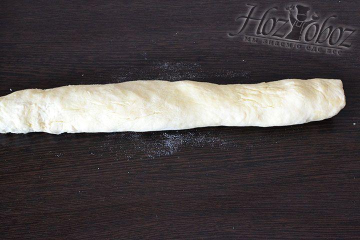 Охлажденное тесто скатываем в жгут