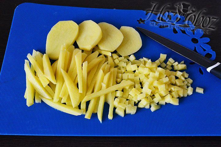 Картошку нарезаем маленькими кубиками
