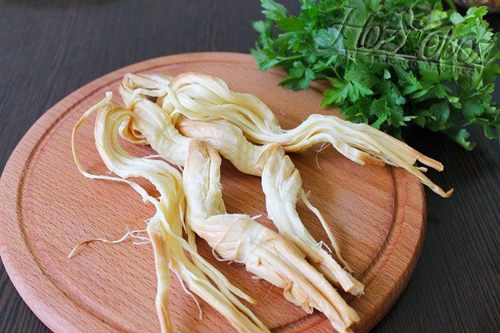 Копченый сыр сулугуни в косичке расплетаем