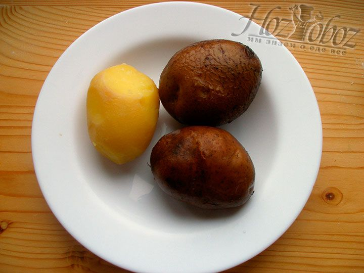 Чистим отваренную картошку