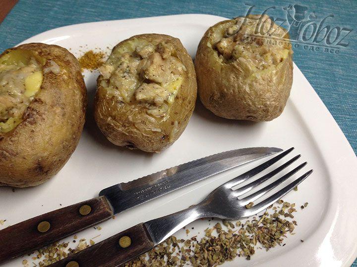 Подавать к столу фаршированную картошку нужно горячей. Приятного всем аппетита