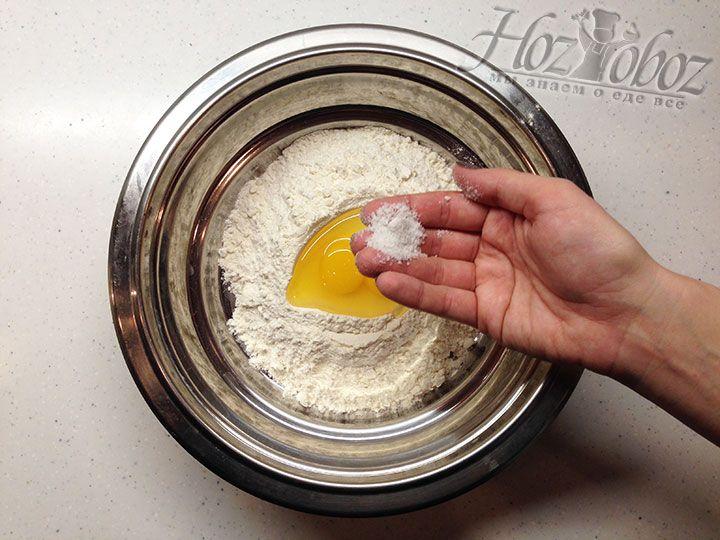 Далее тесто необходимо посолить