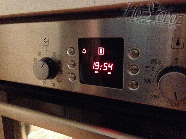 Вначале печем сырники 20 минут при температуре 180 градусов