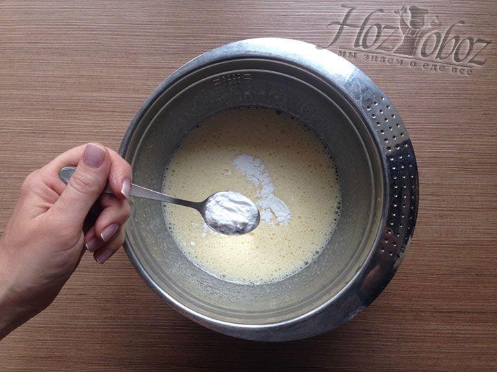 Теперь добавим в тесто необходимое количество разрыхлителя