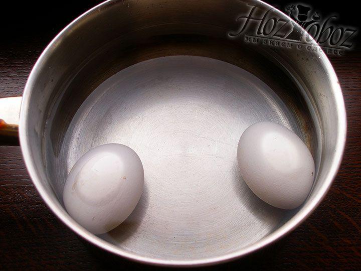 Отвариваем куриные яйца