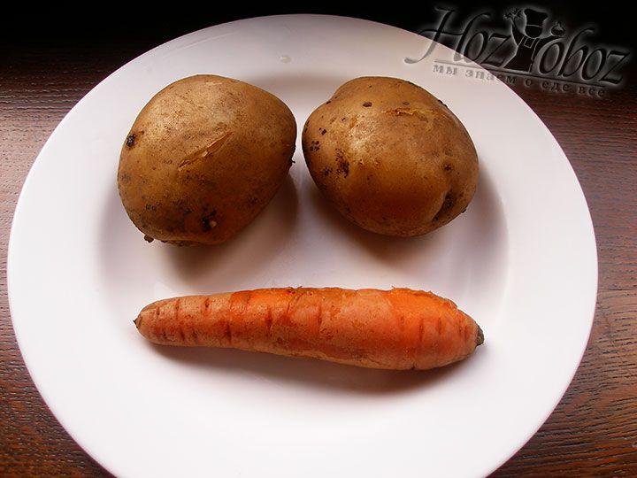 Тем временем остужаем отваренную морковку и картошку