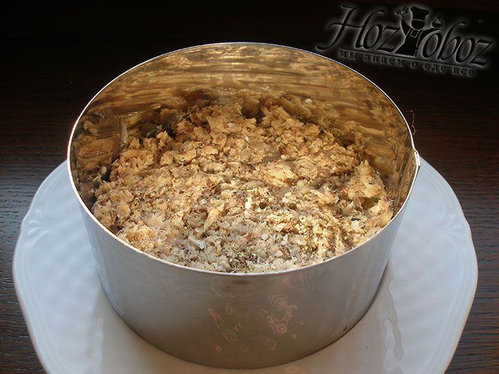 Формируем слой из сардины, который не солим и не перчим