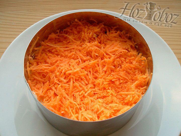 Теперь помещаем слой натертой моркови